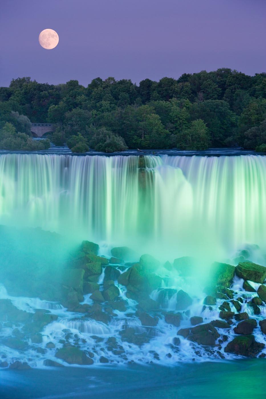 The American Falls, near Niagara Falls, Canada. Photo: Darwin Wiggett.