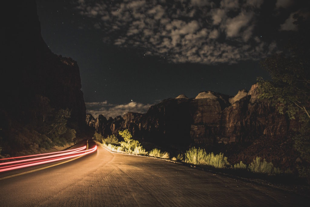 Mountain road by night, Springdale, USA. Photo: Fineas Anton.