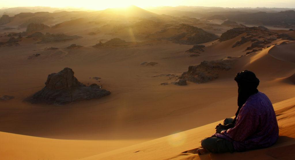 Tuareg on the dune of Timerzouga, Tassili